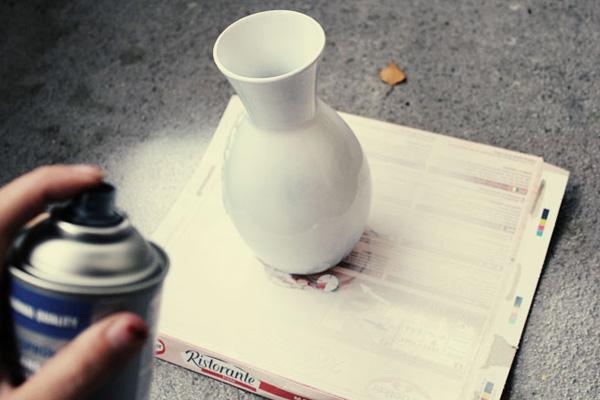 Процесс окрашивания вазы