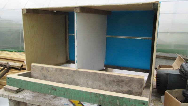 Ящик для двух птиц без передней стенки